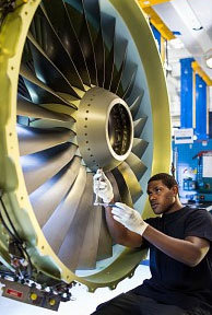 Le montage d'un moteur CFM56-7B.