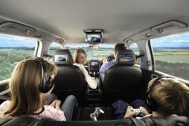 Départ en vacances : organiser les trajets en voiture avec des petits .