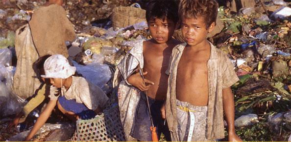 Enfants sur la décharge © 2016 Aloest Films Bonne Pioche Cinema