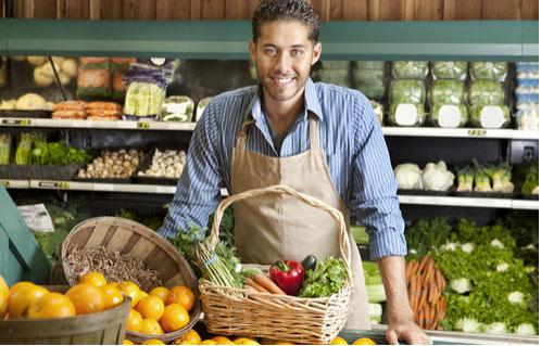 Vendeur en petit commerce d'alimentation : vins, fromages ou produits bio ?