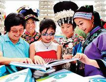 Volontaires chinois avec des athlètes aveugles