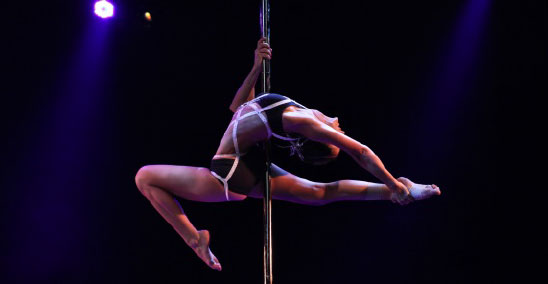 Aux championnats de France de Pole Dance 2012. Photo : DFPS.