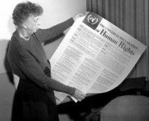 Eleanor Roosevelt, veuve du président Roosevelt, a présidé la commission de l'ONU qui a rédigé la déclaration en décembre 1948.