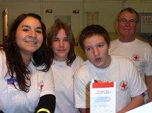 Pascale (à gauche) avec son équipe de secouristes
