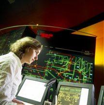 Ingénieur dispatcher surveillant le réseau électrique chez RTE (RTE / M. Monteaux)