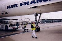 Delphine Ader, à côté d'un Concorde