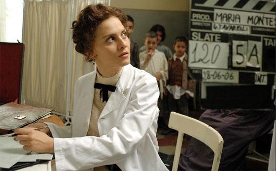 """Image du film italien """"Une vie au service des enfants, retraçant la vie de Maria Montessori""""."""