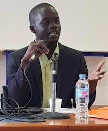 Universitaire, Diamil pratique l'étude des textes sacrés.