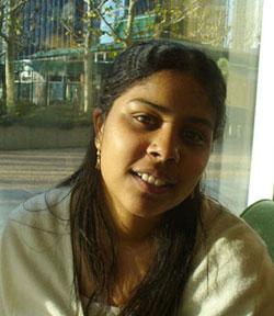 D'origine indienne, Richelle a fait ses études à Paris
