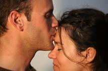 L'attirance homme-femme vient de l'altérité (être autre) : chacun a quelque chose de différent qui attire et complète.