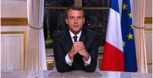 Emmanuel Macron adressant ses voeux 2018 aux Français (© Elysée)
