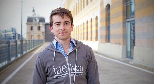 Un étudiant de l'IAE de Lyon. Crédit photo : Lisette Photographie.