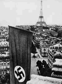 Juin 1940 : le drapeau nazi flotte sur Paris.