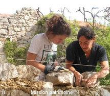 Un chantier patrimoine de l'association Rempart (www.rempart.com)
