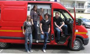 Quatre étudiants en pharma et une ambulance.