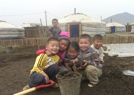 Dans ce village de yourtes, l'association Christina Noble recueille des enfants orphelins sans abri de Oulan Bator (Copyright : Association Christina Noble).