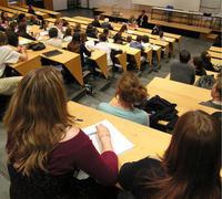 Les étudiants auront 10 mois de bourse et gardent les avantages de l'APL