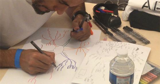 Un candidat réalise sa mind-map, le 10 août 2018, aux championnats de France de mind-mapping et lecture rapide.