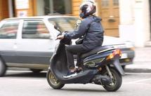 Conducteurs de scooters et petites motos : 7heures de formation obligatoire