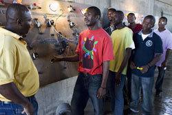 La formation à l'électricité, soutenue par la Fondation Schneider Electric. Photo : Agence Vu.
