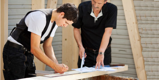 Un apprenti tailleur de pierre