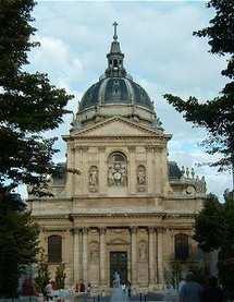 Le fronton de la Sorbonne, au Quartier latin à Paris.