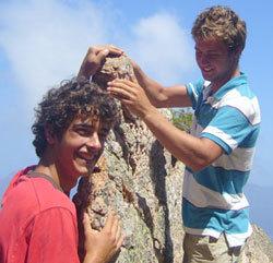 Adrien (à dr.), et son cousin Martin (à g.), en vacances en Corse.