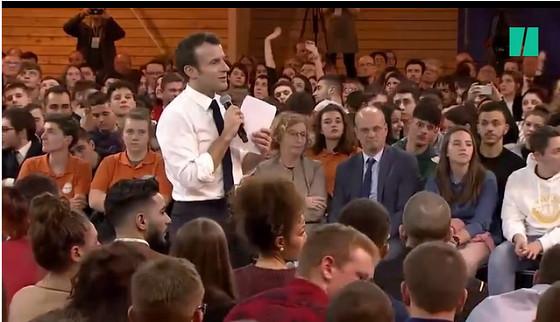 Emmanuel Macron lors de la rencontre avec les jeunes à Etang-sur-Arroux, dans le cadre du grand débat.