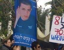 Des Israéliens demandent la libération de Gilad Shalit.