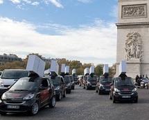 Défilé Tueurs Payeurs place de l'Etoile à Paris.