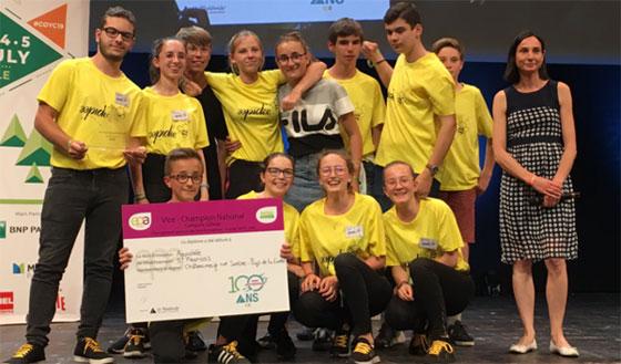 """La mini-entreprise """"Aapidée"""" reçoit son prix à Lille, le 4 juillet 2019 © Twitter @epafrance"""