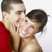 Un jeune observe pour apprendre à baiser