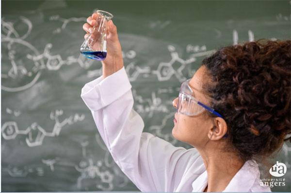 Laboratoire de chimie organique à l'université d'Angers qui avait déjà supprimé la PACES à titre expérimental. © UA