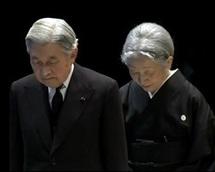 L'empereur du Japon lors de la minute de silence le 11 mars 2012. / Image: BFMTV