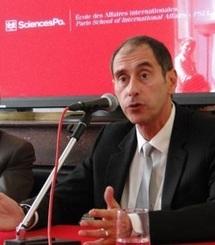 Richard Descoings présentant en juillet 2010 la nouvelle Ecole des affaires internationales. Photo : IEP