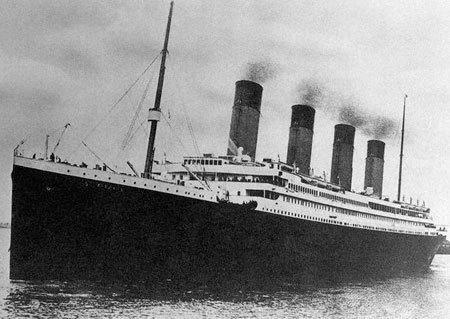 Le Titanic le 10 avril 1912 à Southampton : c'est le plus luxueux et le plus grand paquebot jamais construit.