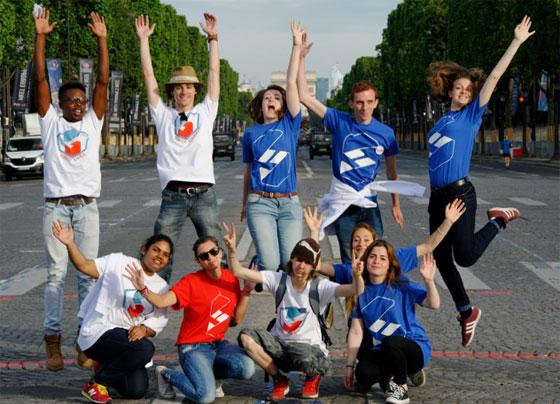 Volontaires en service civique lors du défilé du 14 juillet 2016. © Agence service civique / François Guenet