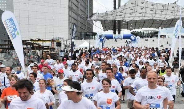 Action contre la faim : 3000 personnes courent sur le parvis de La Défense