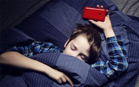Le sommeil des jeunes menacé par l'hyper-connexion et les réveils nocturnes