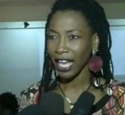 Fatoumata Diawara, voix de la sorcière dans la comédie musicale Kirikou
