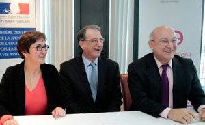 Valérie Fourneyron (à g.) et Michel Sapin (à dr.) entoure Denis Masseglia du CNOSF. (photo : H. Hamon MSJEPVA)
