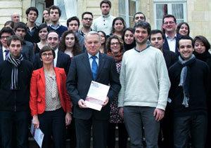 Jean-Marc Ayrault et Valérie Fourneyron, ministre de la Jeunesse, le 21 février 2013.