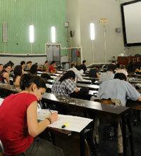 Surveillance d'examens, un des jobs d'encadrement les plus courant © E. le Roux, LyonI