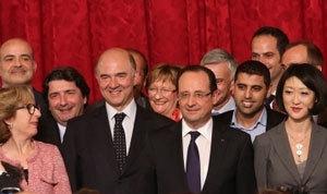 Le président entouré de Pierre Moscovici et Fleur Pellerin. Photo: présidence de la République