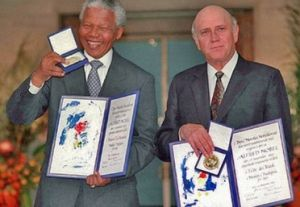 Le leader Noir et le président Blanc reçoivent ensemble le Nobel de la Paix
