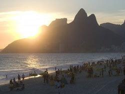Sur la plage mythique de Copacabana.