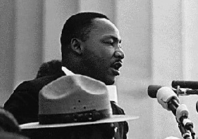 Martin Luther King prononçant son discours, le 28 août 1963. Photo : Wikimedia
