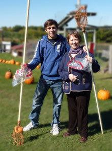 Un jeune Français et sa mère d'accueil américaine en 2012 (Photo : PIE)