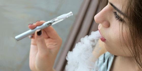 La cigarette électronique, plus saine que le tabac?