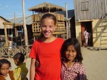 les enfants participent aux rencontres sur chaque lieu de reportage.